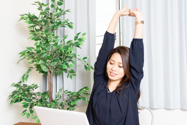 身体に悪影響を与える長時間座ることからの簡単な解決法は?
